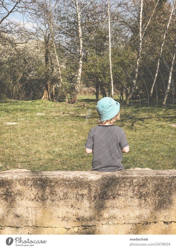 True bug Child Boy (child) Sit Wall (barrier) Birch tree Summer Human being Nature Day Infancy 3 - 8 years Life Environment Exterior shot Observe 1 Forest Trip
