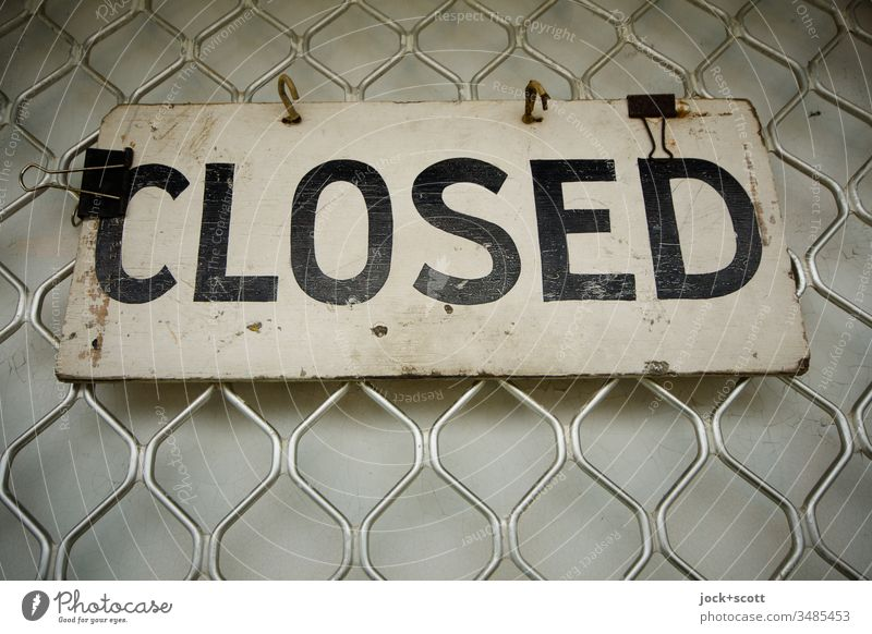 Closed hangs on a closed deal Style English Typography Signage Signs and labeling Authentic upper-case letters Information Front door Store premises Characters