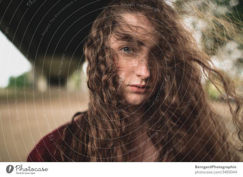 Girl with curly hair long ha girl Wind eyes