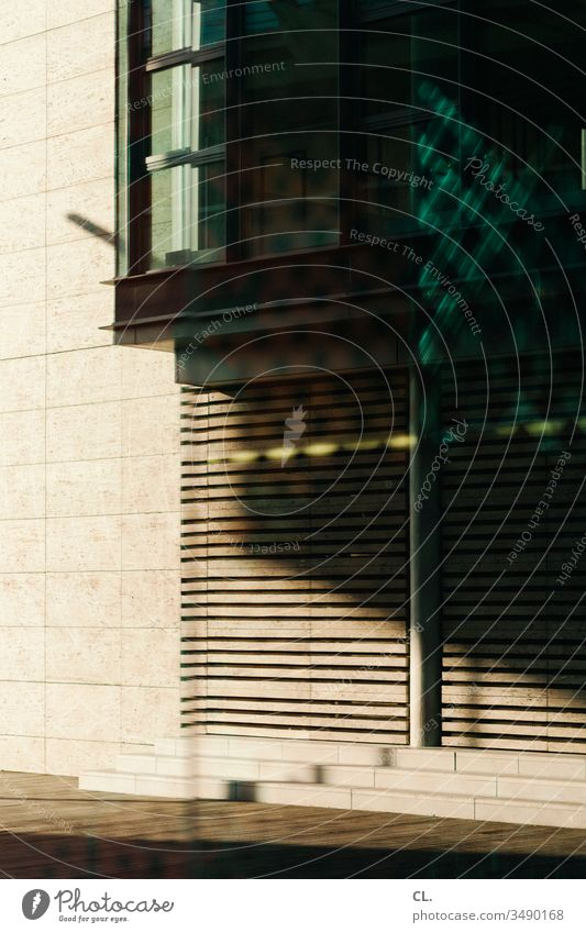 Abstract architecture Architecture Wall (building) Part of a building Window Esthetic Light Shadow Structures and shapes Pattern Design Line Sharp-edged Modern