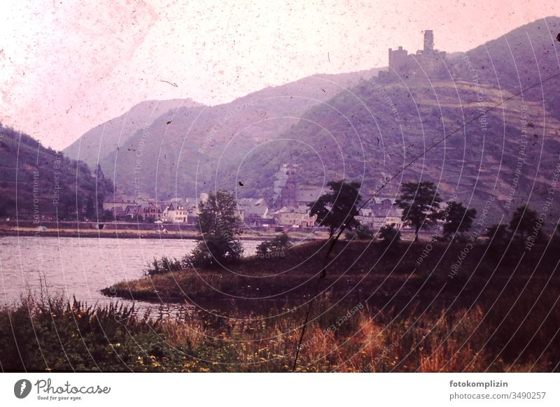 altes Dia von Burg  am Fluß burg Burg am Rhein Landschaft Diapositiv Rheintal vergilbt Geschichte Erinnerung Vergangenheit alte Zeiten 50iger 60iger Deutschland