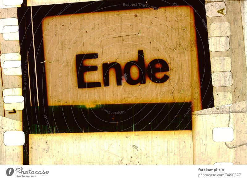 Ende heisst the end auf film Dias Analog Negativ Filmstreifen ende Past Retro Retro trash Retro Style Retro Colours Old Typography schluss Film industry Filming