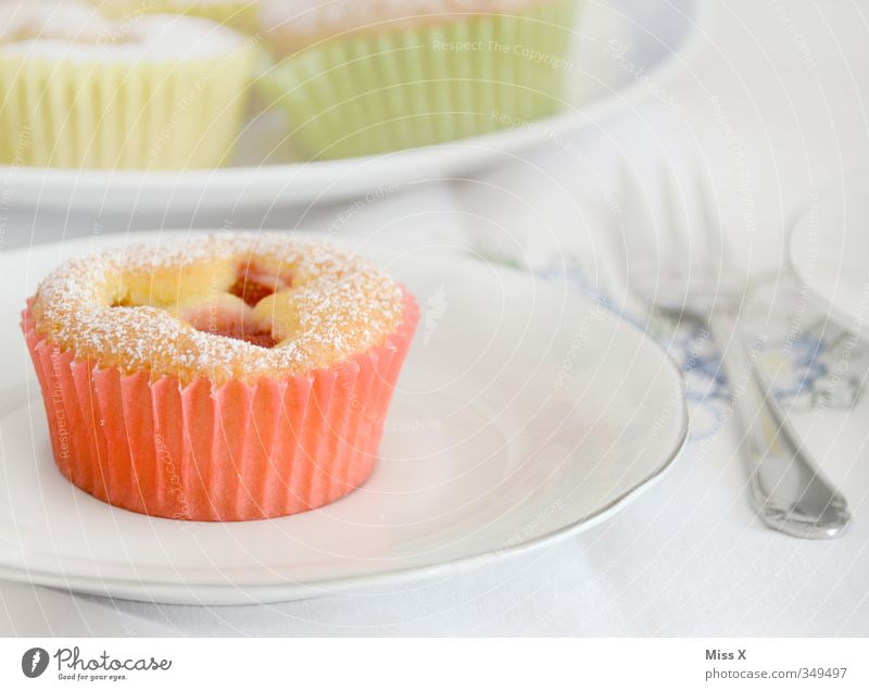 muffin Food Dough Baked goods Cake Dessert Jam Nutrition Breakfast To have a coffee Crockery Cutlery Feasts & Celebrations Wedding Birthday Small Delicious