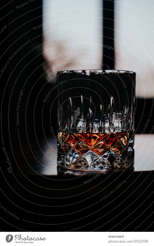 Whiskey wisky whisky whiskygläser glas kristallglas kristallgläser alkohol alkoholisch scotch scottish single malt abend abendstimmung genuss genießen geniessen