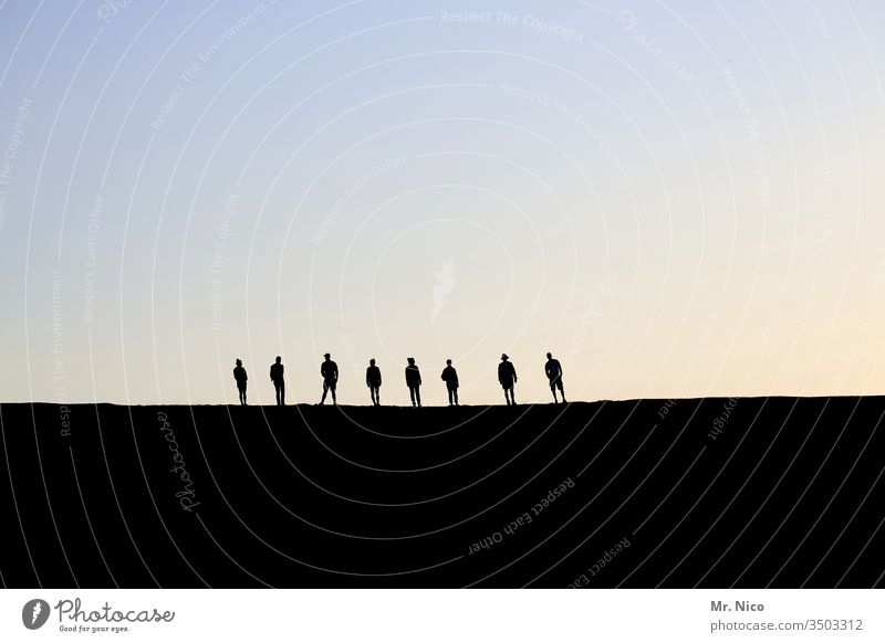 8 persons Silhouette Shadow Profile Sunset Sky Light Back-light Twilight Evening Contrast Eight Wait Stand Calm Together Sympathy Family & Relations