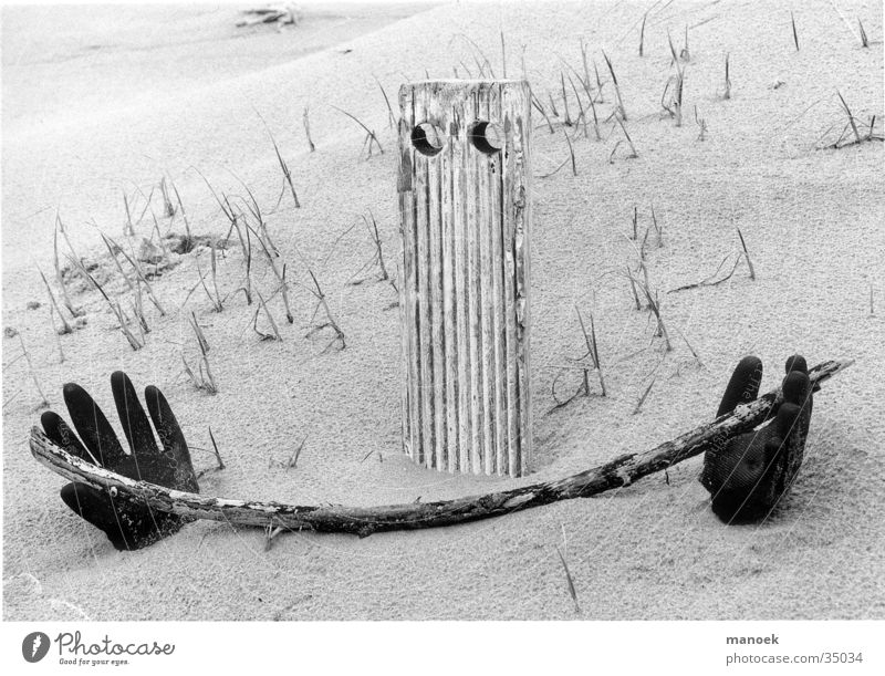 Hand Leisure and hobbies Beach dune Fantasy literature Arch Flotsam and jetsam