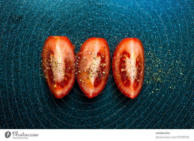 Tomato, sliced Nutrition Eating fruit Vegetable seasoning boil food Pepper pobst Salt portion Table Neighborhood dissipated preparation Cut Fresh salubriously