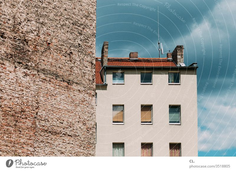 wall and house Wall (barrier) House (Residential Structure) Architecture built Sky Facade Window Antenna Wall (building) Town Fire wall dwell Roof High-rise