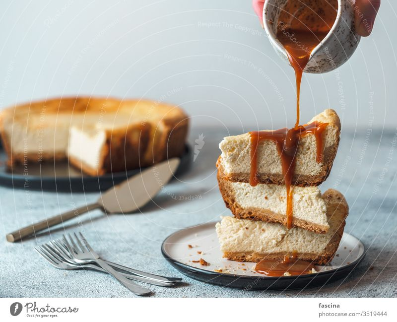 Caramel pouring on cheesekace pieces cheesecake caramel caramel cheesekace caramel pouring homemade sauce background fresh classic table dessert sweet slice