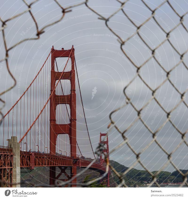 Golden Gate Bridge Linien und Formen Brückenpfeiler Coast Red Tourism Verkehrswege Straße straßenverkehr Transport Colour photo Ocean Architecture Amerika USA
