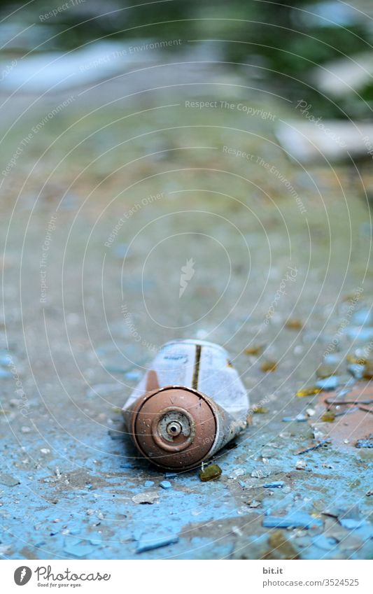 alt l old, blue, cracked, empty spray can, lies on morbid, flaked, broken blue background Environmental sin, pollution, garbage, junk from carelessly irresponsibly thrown away spray can in Lost Place. Non-degradable scrap metal.