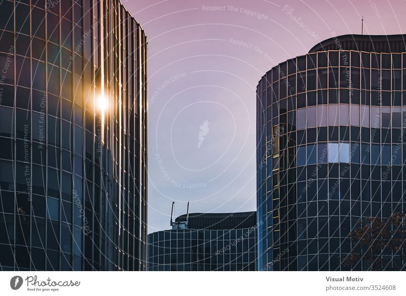 Afternoon lights reflected on the curved glass facade of an office building afternoon architectonic architectural architecture block building design