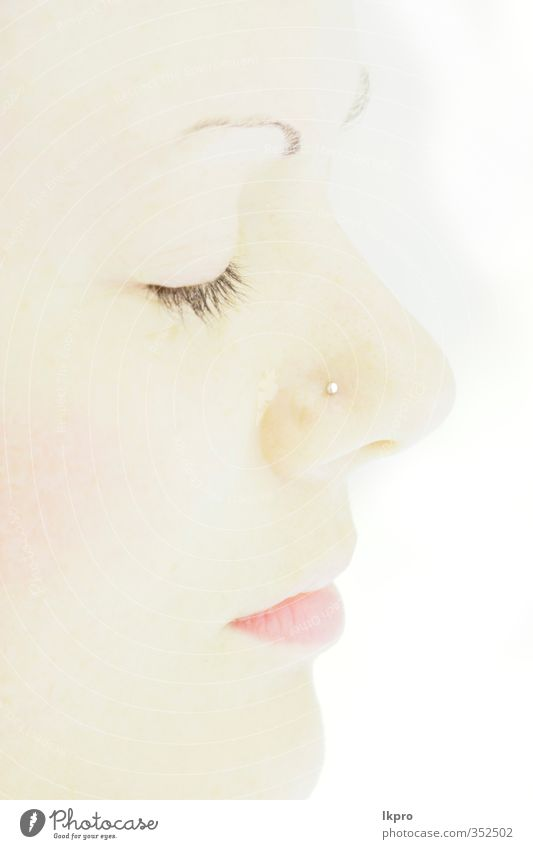 a white face in the white rear Face Mouth Yellow Pink White lkpro faccia bocca naso nose eye occhio labbra rossetto ciglia bianco rosa giallo shilouette Detail