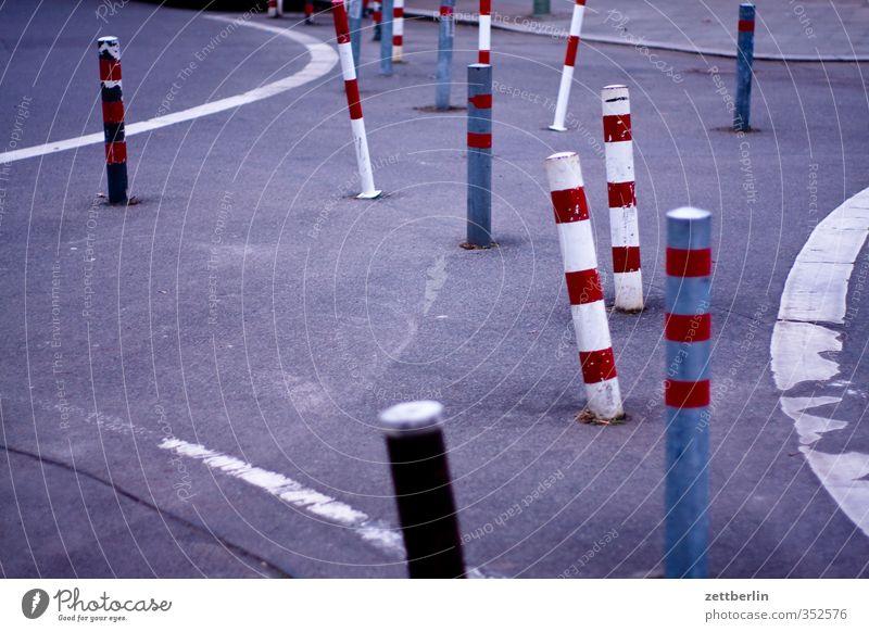City Beautiful Street Architecture Lanes & trails Berlin Line Transport Signage Sidewalk Good Barrier Downtown Traffic infrastructure Column