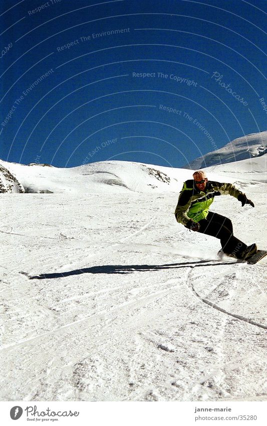 Beautiful Sun Mountain Snow Sports Posture Cloudless sky Curve Downward Blue sky Slope Swing Snowboard Winter vacation Funsport Tilt