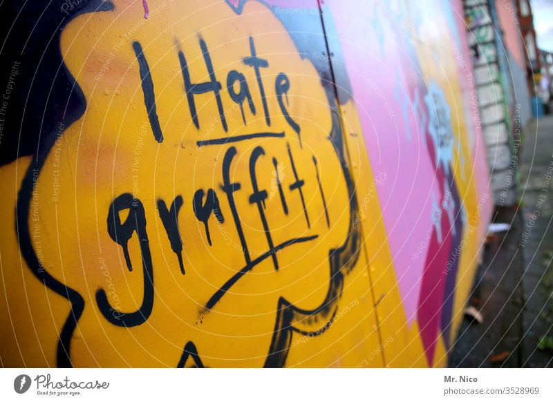 I hate graffiti Characters Graffiti Wall (building) Sprayed Subculture Revolt Rebellious Art Design Lifestyle Youth culture Culture Wall (barrier) Facade Draw