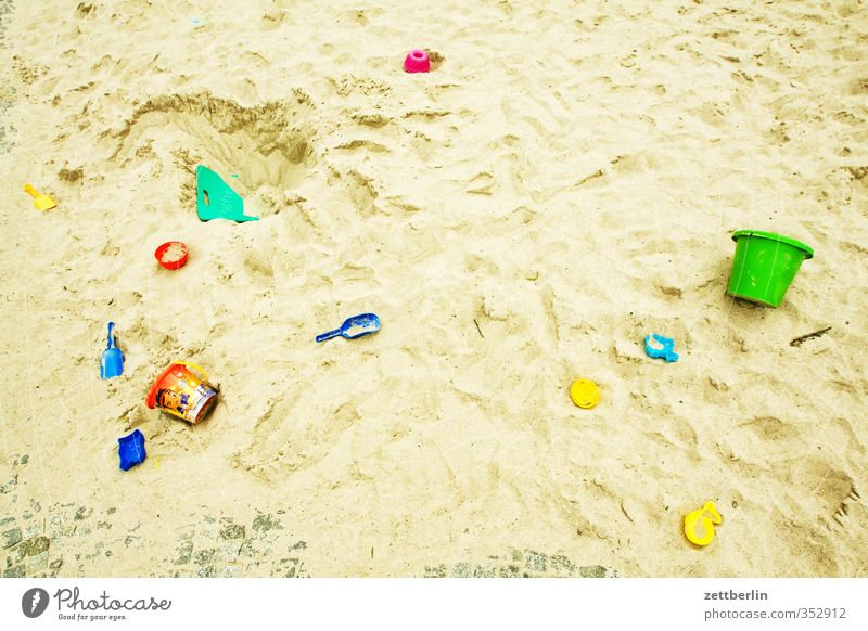 Sandbox Joy Harmonious Contentment Leisure and hobbies Playing Living or residing House (Residential Structure) Town Toys Berlin rear building Backyard