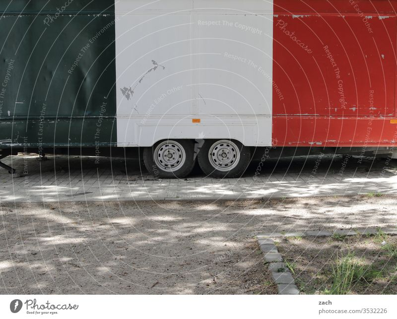 Snack car in the colours of the Iatlian flag Closed Snack bar Pizza Italians Italy Eating Fast food restaurant fast food Nutrition Restaurant snack carts weigh