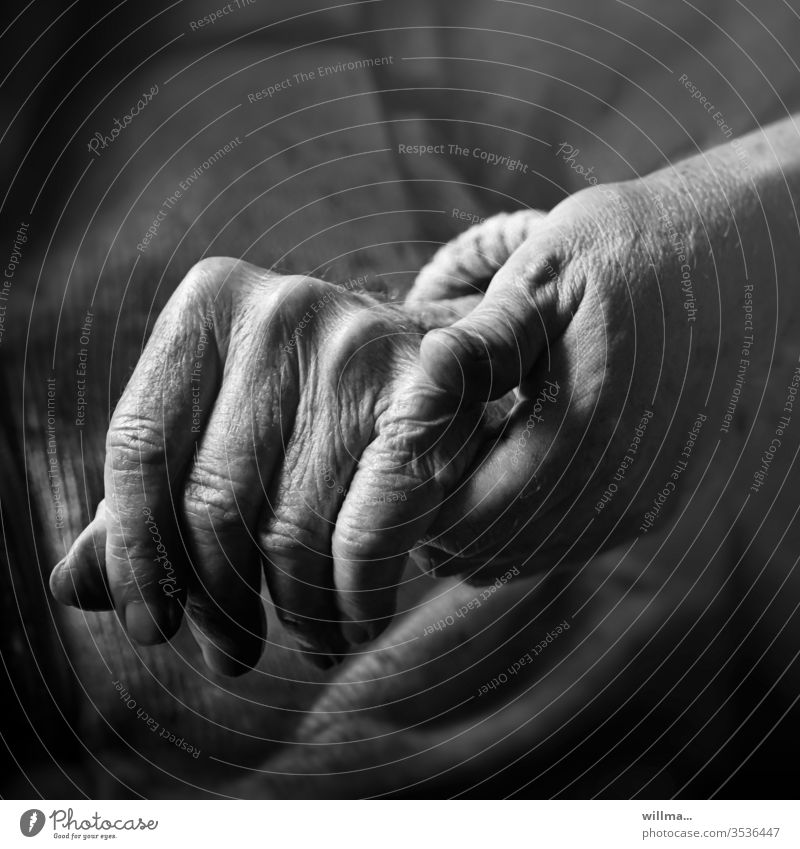 I am there for you hands Old senior citizens Help Caregiving Considerate consolation Human being Touch Trust Attachment Together Safety (feeling of) 2