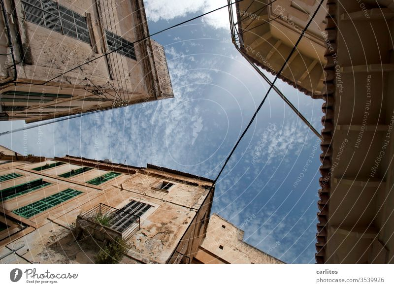 Weekend in the south I Majorca vacation Old town Worm's-eye view Facade Mediterranean Window Architecture Wall (building) House (Residential Structure) Balcony