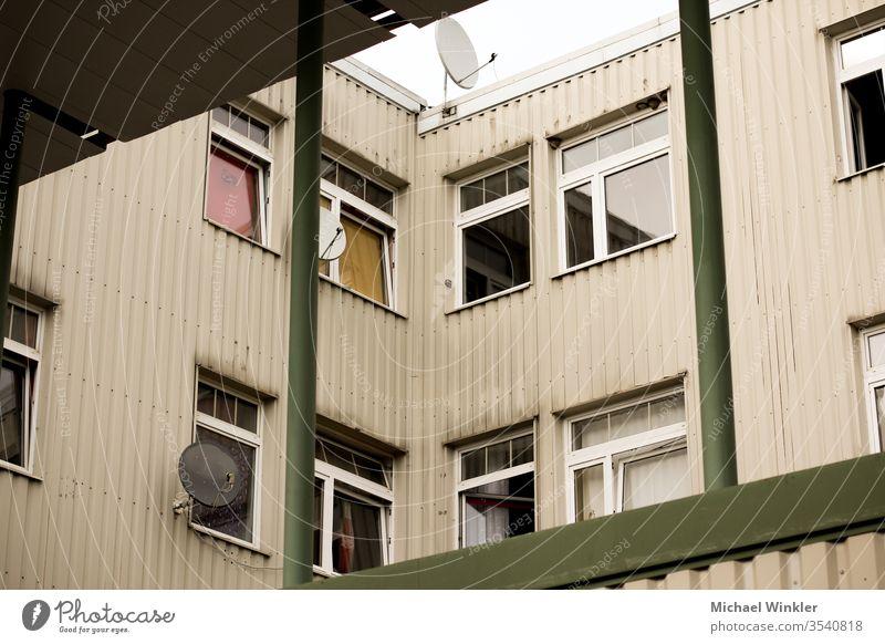 Dilapidated house wall, Graz, Austria apartements apartment apartment complex architecture architektionisch arm außenaufnahme von gebäuden bauwerke behausung
