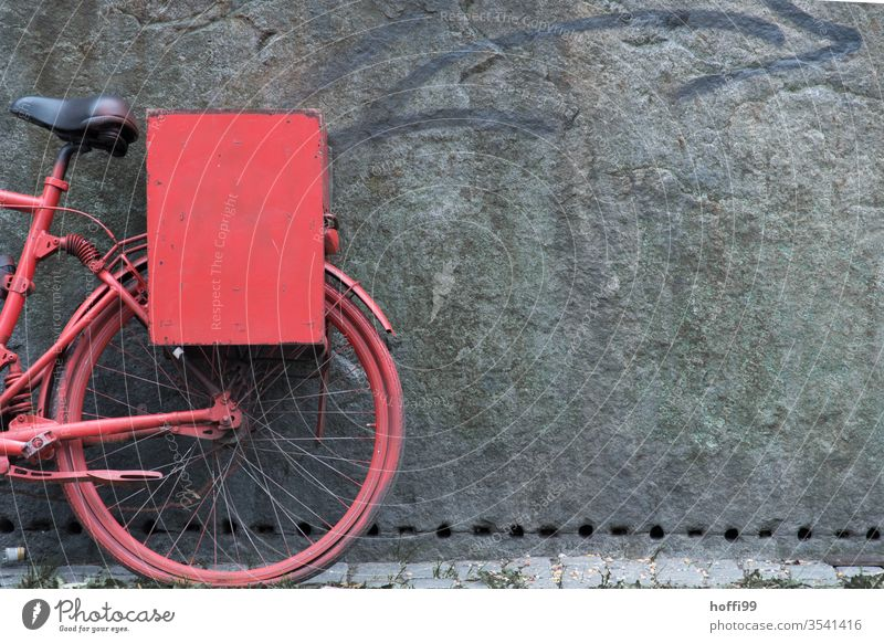 red bike on the wall old bicycle Bicycle Old Parking of bicycles switch off Wall (barrier) Cycling Red Wheel Cyclist Sculpture