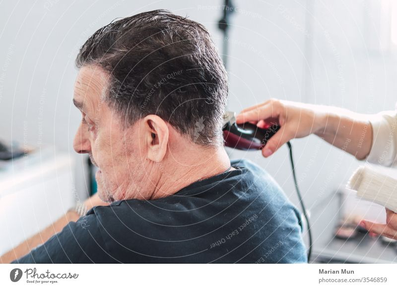 man cutting his hair by machine men hairstyle barbershop beauty work Hairdresser