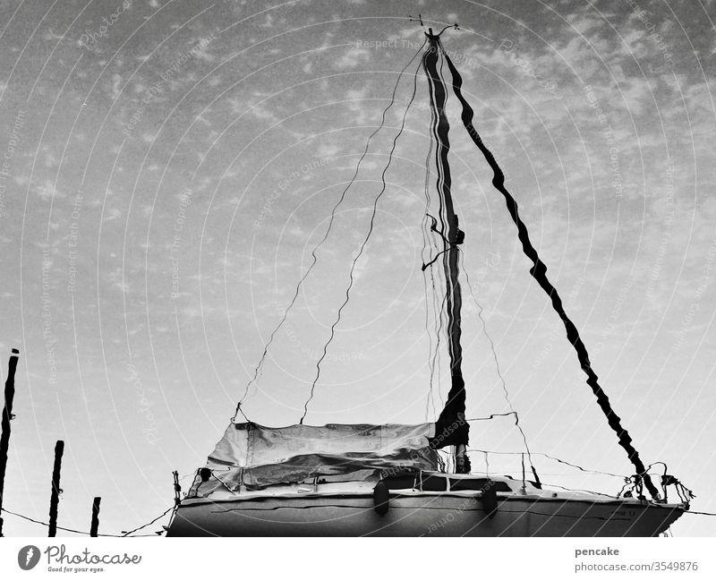 seeson Spiegelung Boot Segelboot segeln See Bodensee Sommer Wasser schwarz weiß Himmel