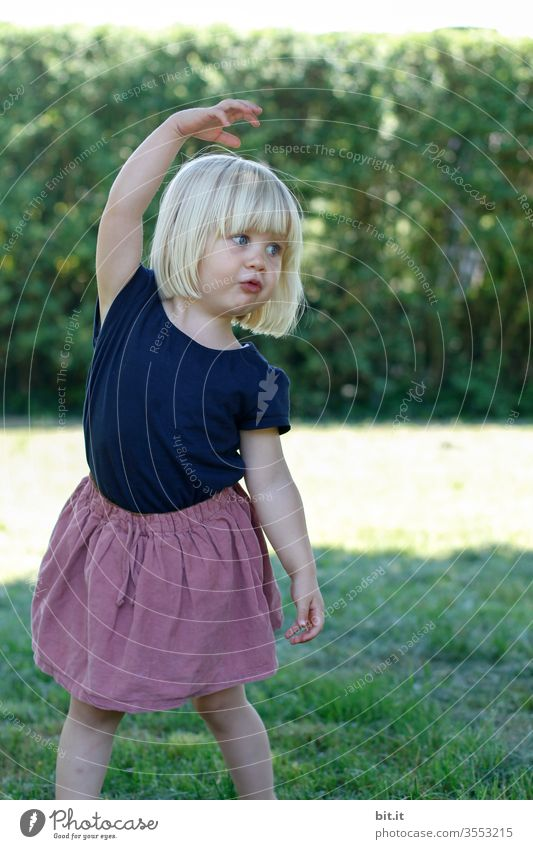 Position Ecarte girl Child Small Toddler Joy Playing Infancy Cute luck Action Education Kindergarten 1 Movement Ballerina ballet Dance dance Expression