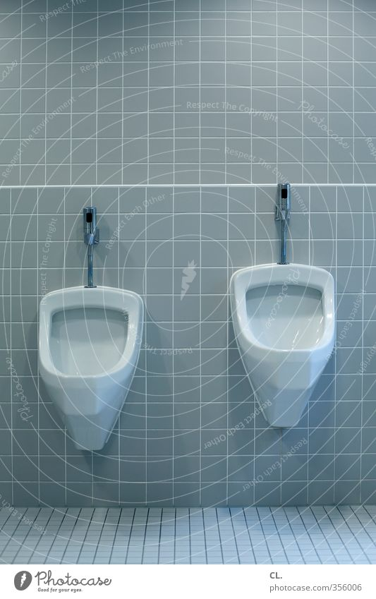 difference in size Gastronomy Deserted Wall (barrier) Wall (building) Stand Toilet Urinate Size difference Size comparison Restaurant Sanitary facilities Clean