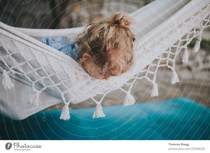 Child lies in a hammock and looks down Hawaii Gale Beach Sky Coast Clouds Colour photo Nature Wind Exterior shot Landscape Storm Water Bad weather Storm clouds