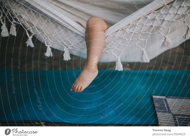 Child lies in a hammock and her leg sticks out Hawaii Gale Beach Sky Coast Clouds Colour photo Nature Wind Exterior shot Landscape Storm Water Bad weather