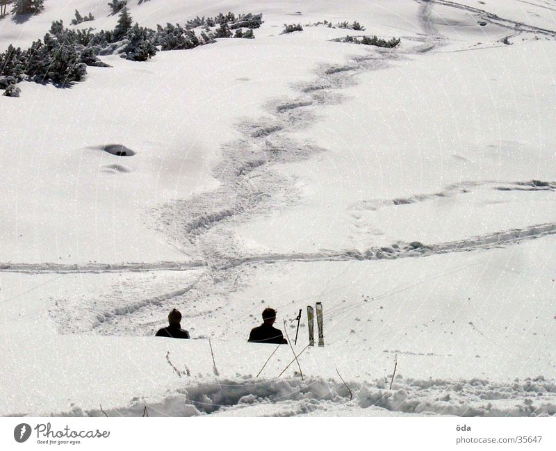 chill in the snow Winter Skiing Tracks Vacation & Travel Ski tour Sports Snow wag Sit Break Deep snow Wavy line Snow layer 2 Beautiful weather White