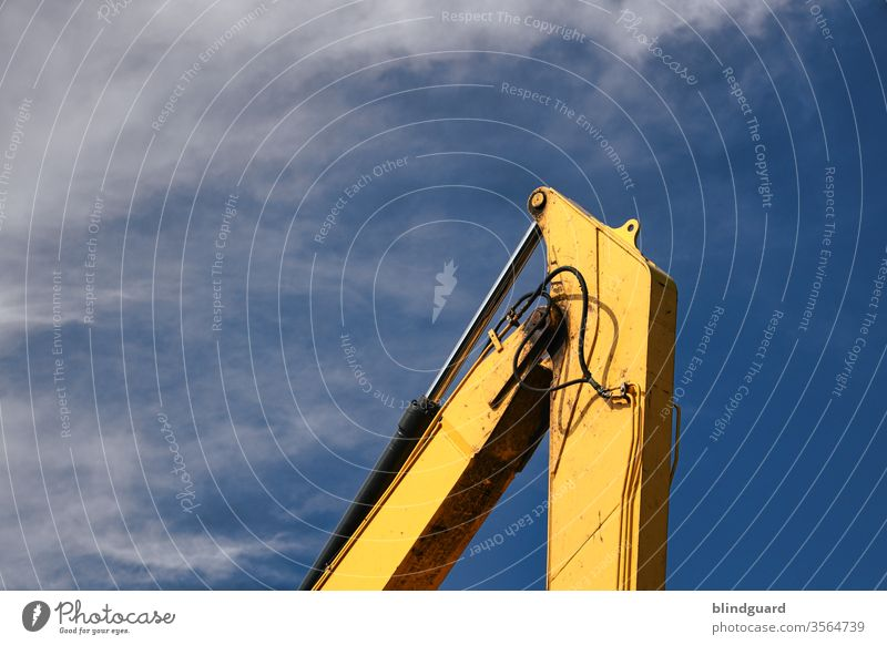 /I ... The top of the construction industry ... Joint of an excavator arm in front of a blue, slightly cloudy sky Hydraulics Crane Excavator Construction site