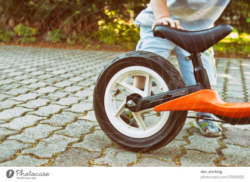 Turn off the impeller Cycling Leisure and hobbies Parenting Playing Infancy Driving 1 - 3 years Child Toddler Colour photo practice Study motor function