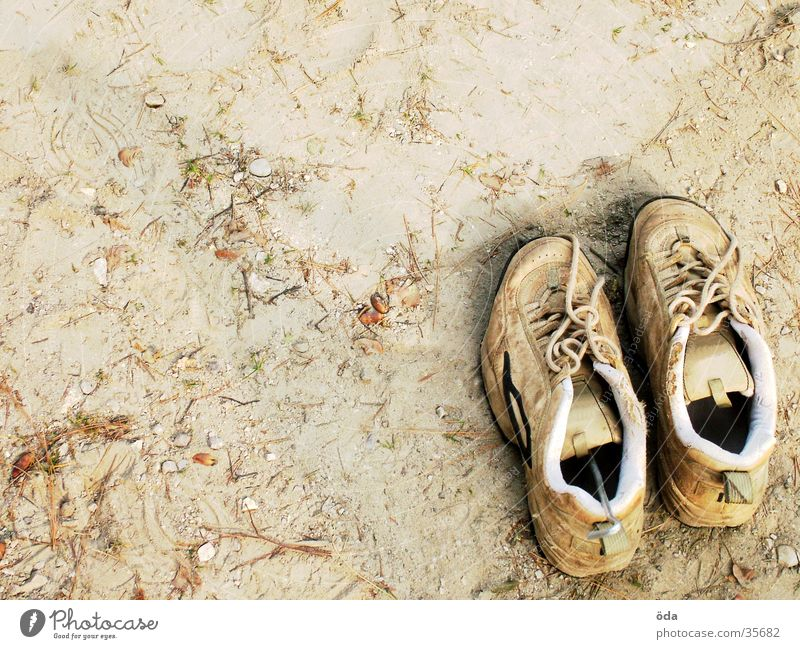 Shoes bottom right Footwear Dust Going Obscure Earth Floor covering In pairs