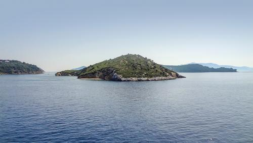 around Skiathos in Greece sporaden skiathos griechenland küste Ägäisches meer insel ozean ufer sonnig sommer urlaub landschaft außen idyllisch friedlich