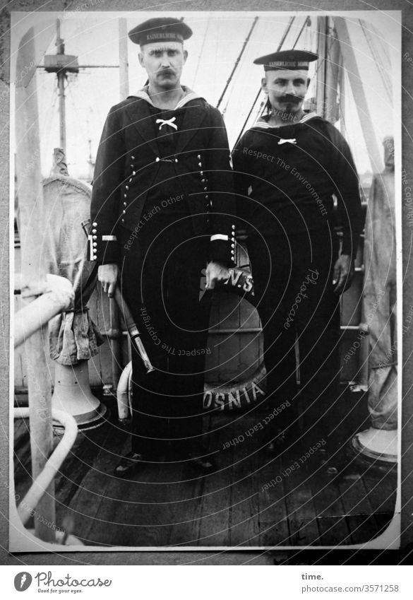 On-board personnel Navy Uniform portrait garments Historic Former then On board ship on deck telescope planks Stand 2 two colleagues on-board personnel