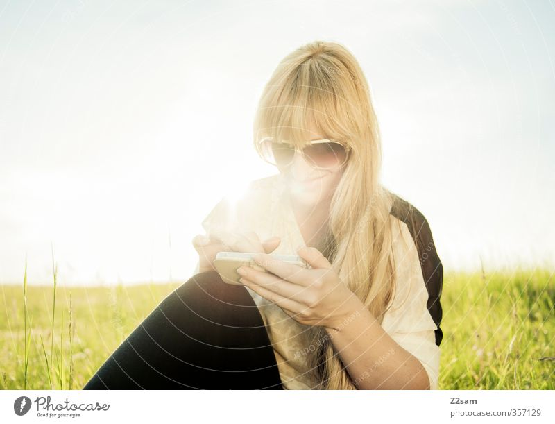 Buzzer feeling VI Lifestyle Vacation & Travel Cellphone Feminine Young woman Youth (Young adults) 18 - 30 years Adults Environment Landscape Cloudless sky Sun