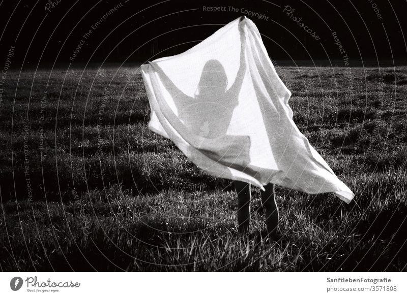 Weisses Tuch mit Schatten Picnic Blanket black and white Shadow shilouette Exterior shot Relaxation Summer Grass Leisure and hobbies Human being Woman Beautiful