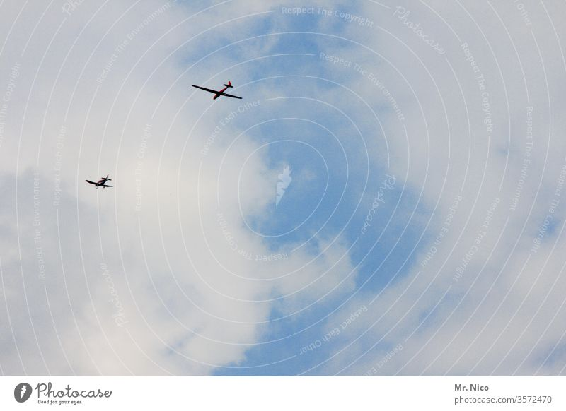 tow Airplane Aviation Flying powered flight Gliding Sailplane Sky Clouds Air show Worm's-eye view Aircraft Hang glider flight festival Chase Day ascending high