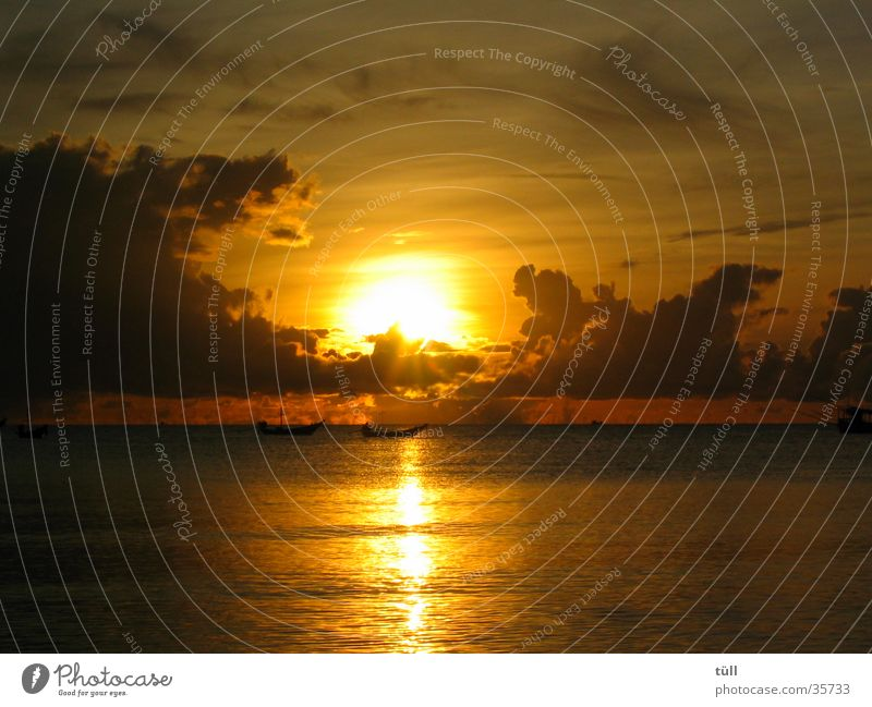 sunrise01 Sunset Sunrise Beach Ocean Clouds Romance Gold