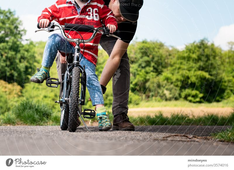 Felix learns to ride a bike with daddy first bicycle Bicycle Children's bike Go up Infancy Study experienced Experience Family Father Explain Family & Relations