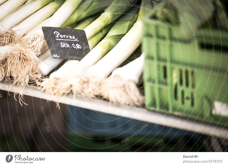 Weekly market - today there is fresh leek Marketplace Farmer's market Vegetable Leek Market stall Sustainability salubriously Organic produce Merchant consumer