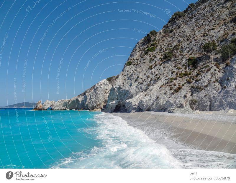 lalaria beach in Skiathos strand sporaden skiathos griechenland sommer insel felsige küste ferien urlaub landschaft sonnig sand busch Ägäisches meer ozean