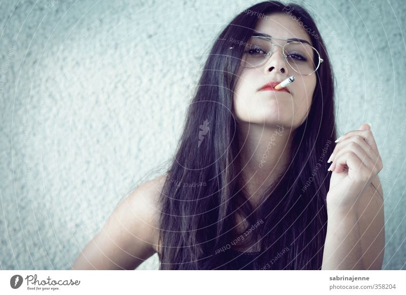raudi Feminine Young woman Youth (Young adults) Woman Adults 1 Human being 18 - 30 years Eyeglasses Black-haired Long-haired Aggression Self-confident