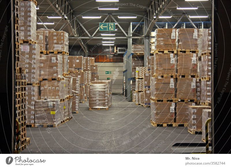 warehouse Warehouse deal Logistics Stock of merchandise Palett Cardboard box Mail order selling Wholesale trade Depot built Hall Goal pallet Work and employment