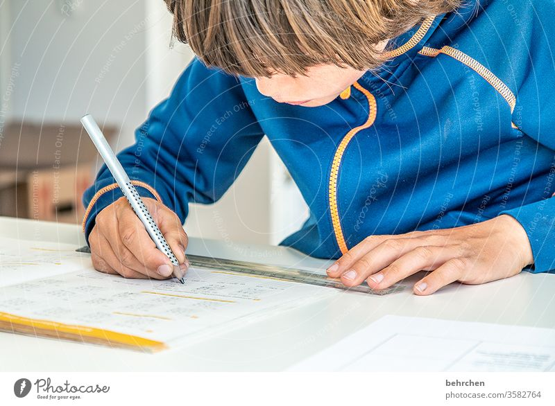 homeschooling | to a new coronavirus concentrated Concentrate pens at home home office Effort strained Homeschooling work at home Hair and hairstyles Reading