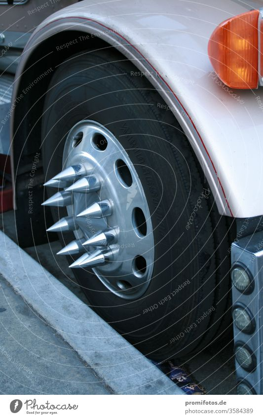 Truck hubcap with metal tips. Seen in the USA. Photographer: Alexander Hauk lorry truck Wheel Tire Wheel cover Transport car Mobility peril TÜV Indicator light