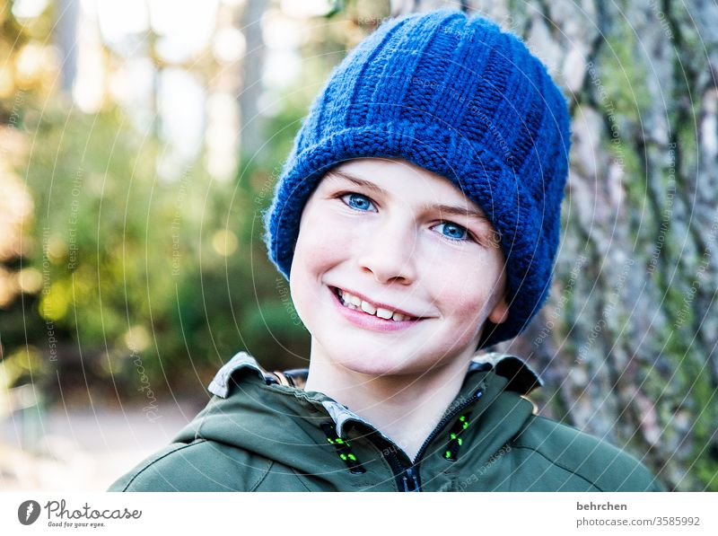 cap time III expectant Expectation Brash Dream Colour photo Love observantly blue eyes Contrast Infancy Head Family & Relations Curiosity pretty Close-up Child